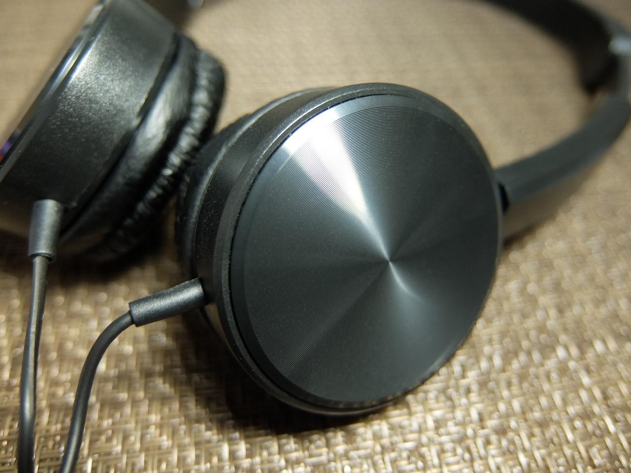 ダイソー330円ヘッドフォン側面